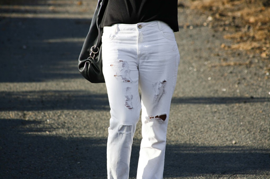 Marta Ibrahim - White ripped jeans with black
