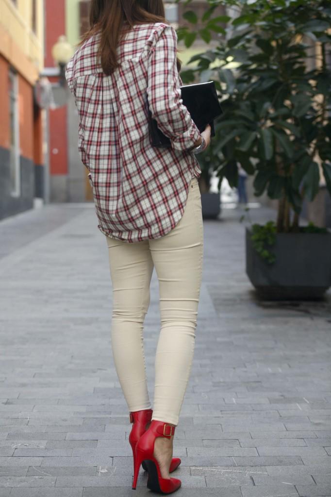 Marta Ibrahim - tartan en rojo